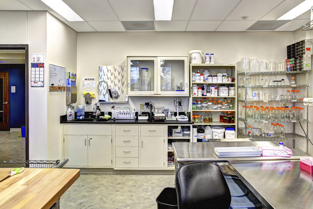39 North laboratory inside Intact Genomics