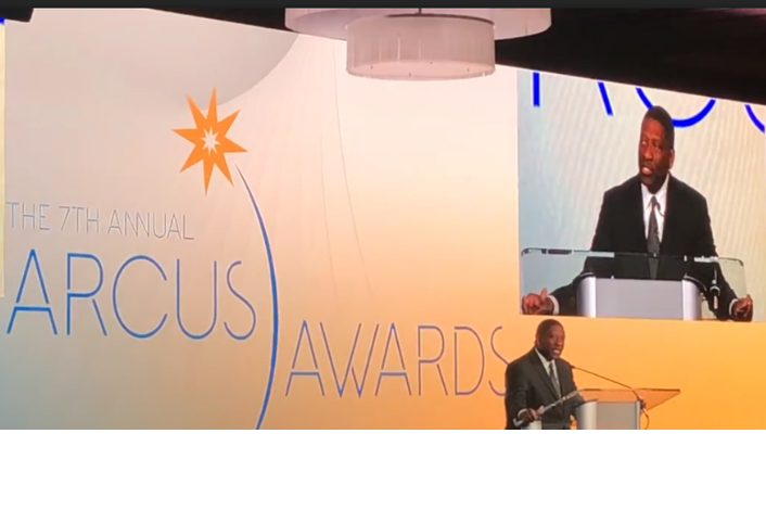 STL Partnership CEO and President Rodney Crim presents an Arcus award at the St. Louis Regional Chamber's 2020 Arcus Awards.